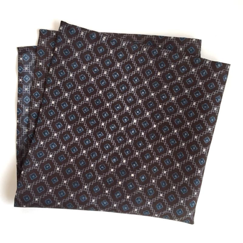 Hishigoushi lattice pattern pocket square